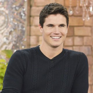 Robbie Amell - Robbie Amell Appears on CTV's The Marilyn Denis Show