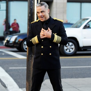 Robbie Williams - Robbie Williams Filming A Music Video for His Song Go Gentle