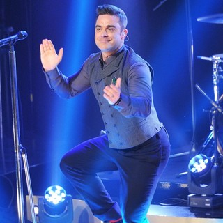 Robbie Williams in Robbie Williams Performs on Scandinavian Primetime Talkshow Skavlan Filmed