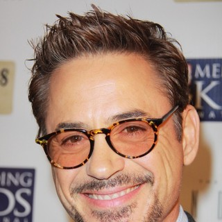 Robert Downey Jr. in Mending Kids International Celebrity Poker Tournament
