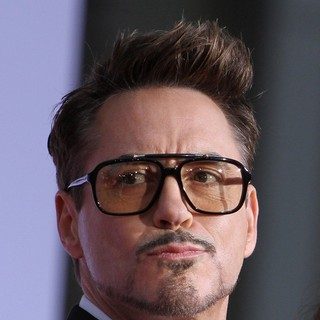 Robert Downey Jr. in Iron Man 3 Los Angeles Premiere - Arrivals - robert-downey-jr-premiere-iron-man-3-01