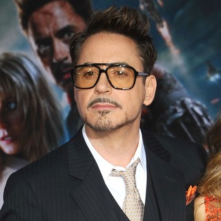 Robert Downey Jr. in Iron Man 3 Los Angeles Premiere - Arrivals - robert-downey-jr-premiere-iron-man-3-02