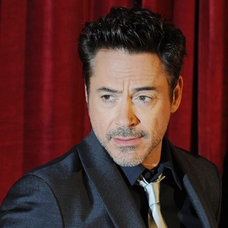 Robert Downey Jr. - Sherlock Holmes: A Game of Shadows Premiere - Arrivals