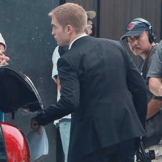 Robert Pattinson in On Set of David Cronenberg's Film Maps to the Stars