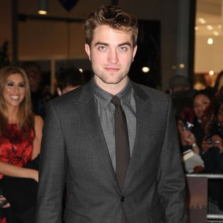 Robert Pattinson in The Twilight Saga's Breaking Dawn Part I UK Film Premiere - Arrivals