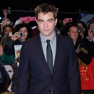 Robert Pattinson in The Premiere of The Twilight Saga's Breaking Dawn Part II - Arrivals