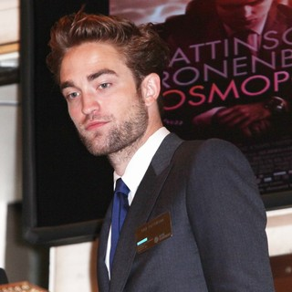 Robert Pattinson in Robert Pattinson Visits The New York Stock Exchange to Ring The Opening Bell