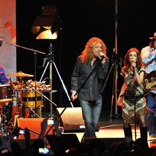 Marco Giovino, Robert Plant, Patty Griffin, Darrell Scott, Robert Plant and the Band of Joy in Robert Plant and the Band of Joy Performing Live