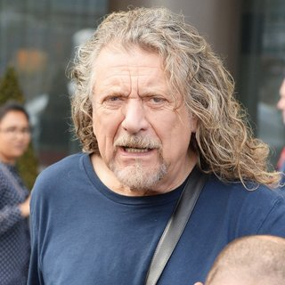 Robert Plant Leaving His Manchester Hotel