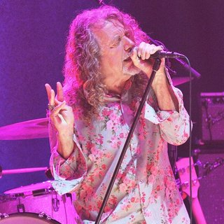 Robert Plant Performs