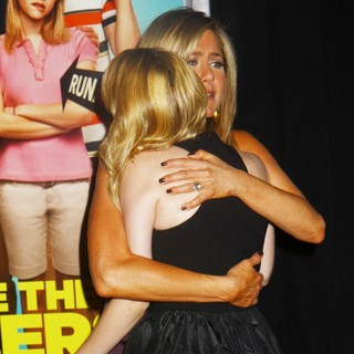 Jennifer Aniston, Emma Roberts in We're the Millers World Premiere