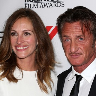 Julia Roberts, Sean Penn in The 17th Annual Hollywood Film Awards