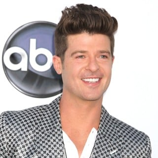 Robin Thicke in 2012 Billboard Music Awards - Arrivals