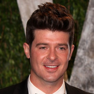 Robin Thicke in 2012 Vanity Fair Oscar Party - Arrivals - robin-thicke-2012-vanity-fair-oscar-party-01