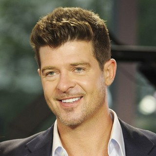 Robin Thicke in Robin Thicke Appears on Global TV The Morning Show Promoting His Album Blurred Lines