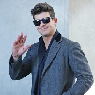 Robin Thicke - Robin Thicke Arrive at LAX Airport