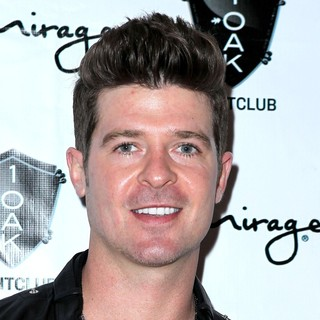 Robin Thicke Performs at 1 Oak Nightclub - robin-thicke-at-1-oak-nightclub-01