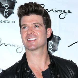 Robin Thicke - Robin Thicke Performs at 1 Oak Nightclub