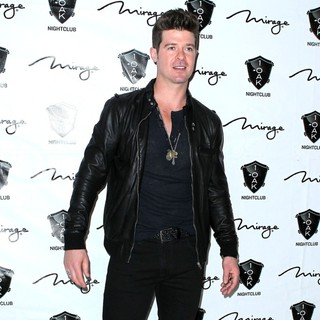 Robin Thicke in Robin Thicke Performs at 1 Oak Nightclub