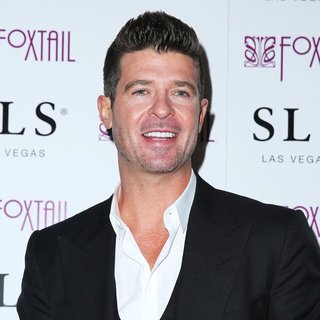 Robin Thicke - SLS Las Vegas Celebrates New Year's Eve with Robin Thicke