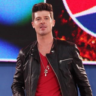 Robin Thicke in Robin Thicke Performs as Part of ABC's Good Morning America Summer Concert Series