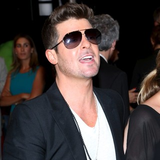 Robin Thicke in World Premiere of 2 Guns - Arrivals