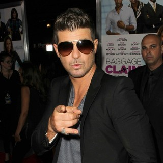 Robin Thicke - Baggage Claim Premiere