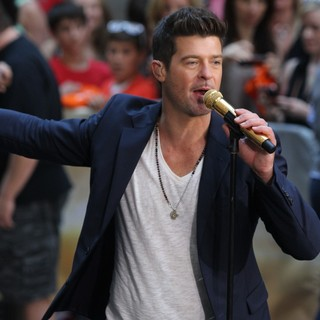 Robin Thicke - Robin Thicke Performs During The NBC Toyota Concert Series on The Today