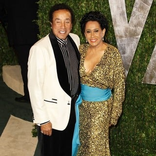 Smokey Robinson, Frances Gladney in 2012 Vanity Fair Oscar Party - Arrivals