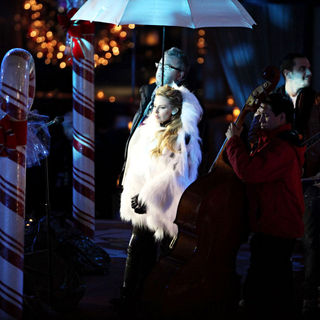 Kylie Minogue in Celebrities Performs at The Rockefeller Center Christmas Tree Lighting