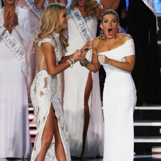Ali Rogers, Mallory Hagan in 2013 Miss America Final Competition