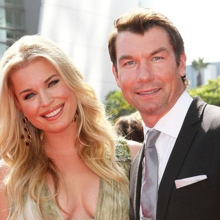 Rebecca Romijn, Jerry O'Connell in 2011 Primetime Creative Arts Emmy Awards - Arrivals