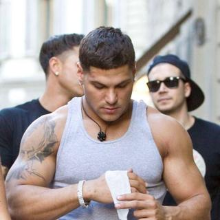 Ronnie Ortiz-Magro in Ronnie Ortiz-Magro Applies a Bandage After Punching Mike 'The Situation'