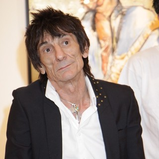 Ronnie Wood in Ronnie Wood Presents His Paintings at His Faces, Time and Places Exhibit