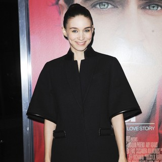 Premiere of Warner Bros. Pictures' Her - Red Carpet - rooney-mara-premiere-her-01