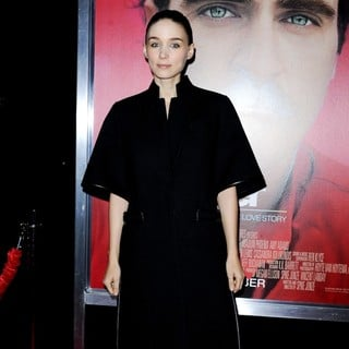 Premiere of Warner Bros. Pictures' Her - Red Carpet - rooney-mara-premiere-her-02
