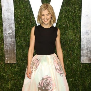 Rosamund Pike in 2013 Vanity Fair Oscar Party - Arrivals - rosamund-pike-2013-vanity-fair-oscar-party-02