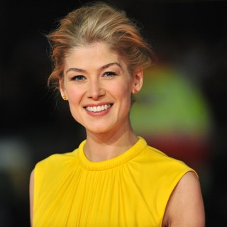 Rosamund Pike in Jack Reacher UK Film Premiere - Arrivals - rosamund-pike-uk-premiere-jack-reacher-01