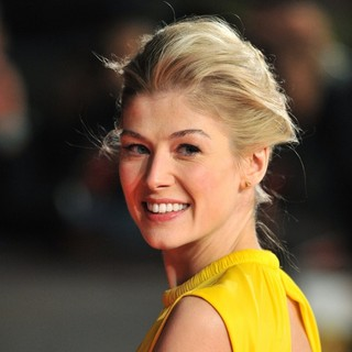 Rosamund Pike in Jack Reacher UK Film Premiere - Arrivals - rosamund-pike-uk-premiere-jack-reacher-04