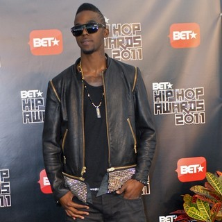 Roscoe Dash in BET Hip Hop Awards 2011 - Arrivals - roscoe-dash-bet-hip-hop-awards-2011-arrivals-02