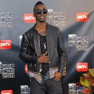 Roscoe Dash in BET Hip Hop Awards 2011 - Arrivals - roscoe-dash-bet-hip-hop-awards-2011-arrivals-03