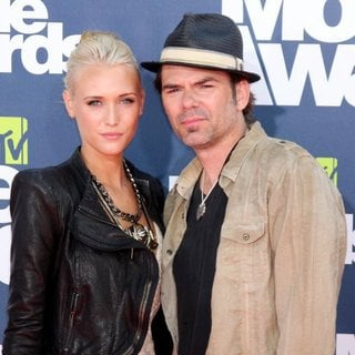 Pollyanna Rose, Billy Burke in 2011 MTV Movie Awards - Arrivals