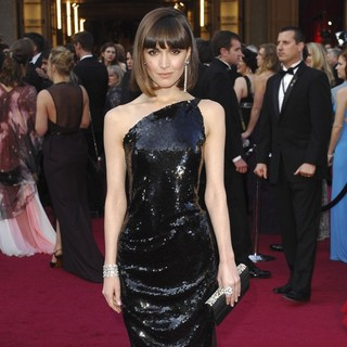 Rose Byrne in 84th Annual Academy Awards - Arrivals - rose-byrne-84th-annual-academy-awards-05