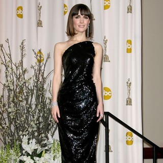 Rose Byrne in 84th Annual Academy Awards - Press Room - rose-byrne-84th-annual-academy-awards-press-room-02