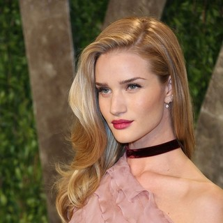 Rosie Huntington-Whiteley in 2013 Vanity Fair Oscar Party - Arrivals