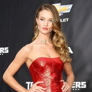 New York Premiere of Transformers Dark of the Moon - rosie-huntington-whiteley-premiere-transformers-dark-of-the-moon-04
