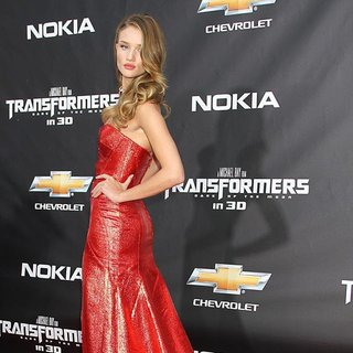 New York Premiere of Transformers Dark of the Moon - rosie-huntington-whiteley-premiere-transformers-dark-of-the-moon-06