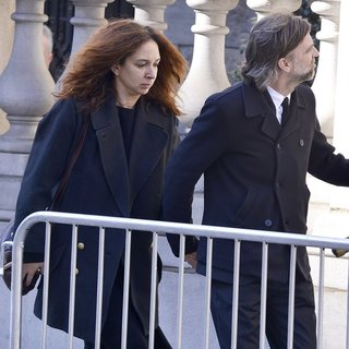 Maya Rudolph, Paul Thomas Anderson in The Funeral of Philip Seymour Hoffman