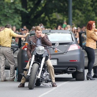 Mark Ruffalo, Chris Evans, Scarlett Johansson, Jeremy Renner in Actors on The Set of The Avengers Shooting on Location in Manhattan