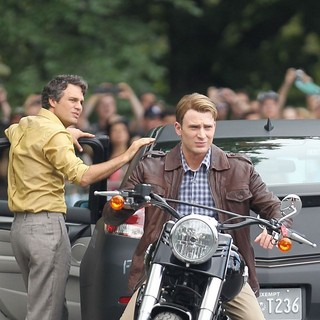 Mark Ruffalo, Chris Evans in Actors on The Set of The Avengers Shooting on Location in Manhattan